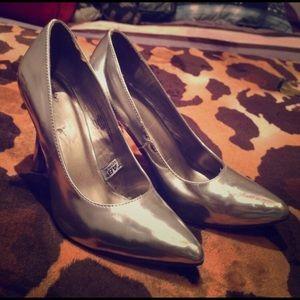 Mossino silver heels